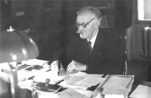 Der Physiker Paul Langevin in seinem Büro an der Ecole municipale de Physique et de Chimie Industrielles
