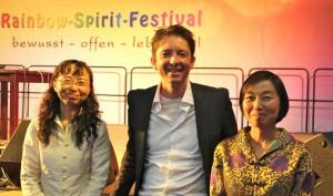 P. A. Straubinger am Rainbow-Spirit-Festival mit den Meisterinnen des Tiang Gong-Instituts