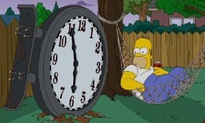 Der Philosoph Homer Simpson beobachtet die Zeit